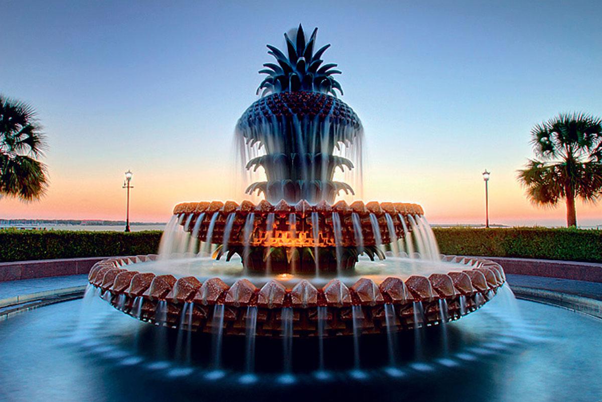 Декоративный фонтан в виде ананаса