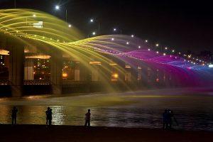 Декоративный светодинамический фонтан в виде радуги